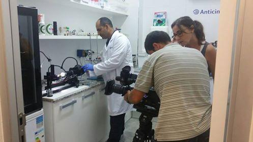En el CimexLAB de Anticimex durante la grabación para el programa de televisión «Quequicon» de TV3, en Barcelona.
